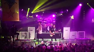 Pierce The Veil - Bulletproof Love (live 11/16/14)