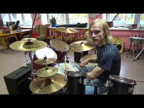 Фиксики - Песня про винтик (игра на барабанах)