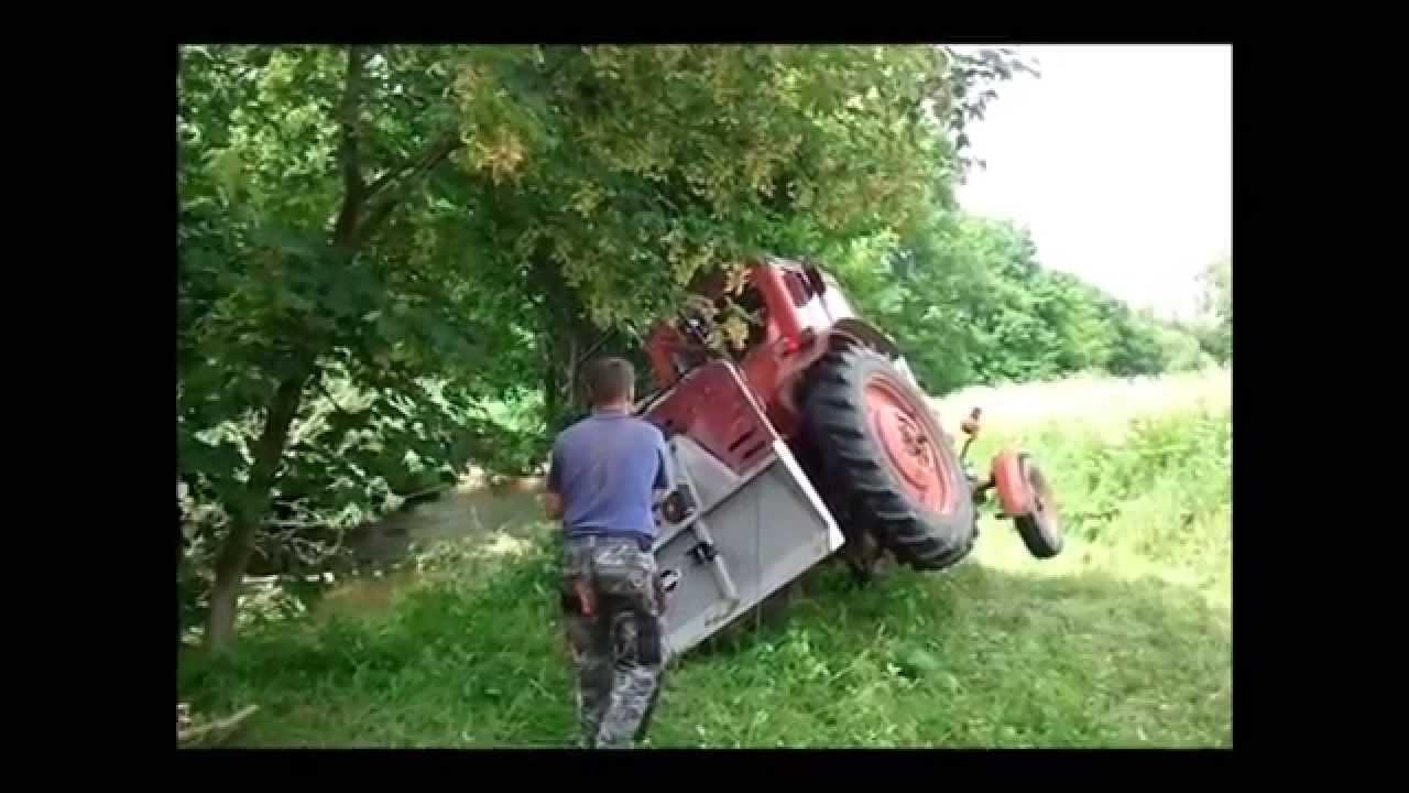 traktor kippt mts 50 belarus traktorunfall youtube. Black Bedroom Furniture Sets. Home Design Ideas