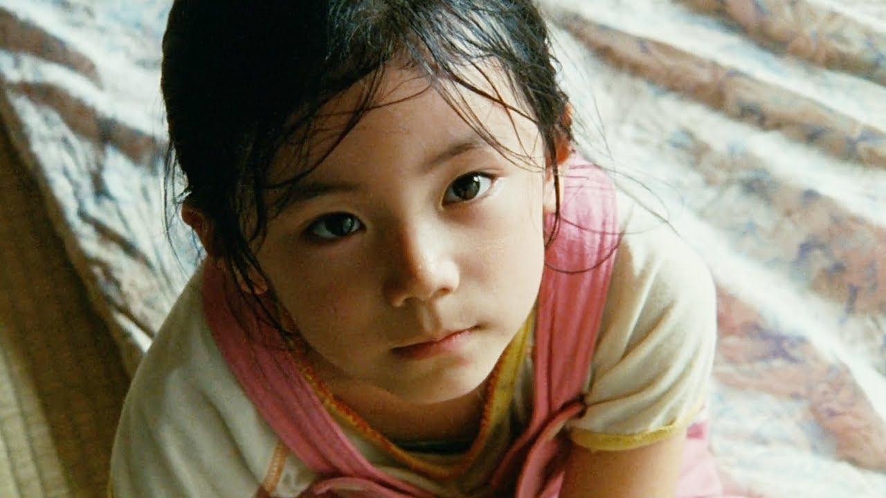 豆瓣9.1分,母亲獨自尋求幸福,拋棄自己的四個孩子,而他們只能靠吃紙和過期泡面度日!【光影】
