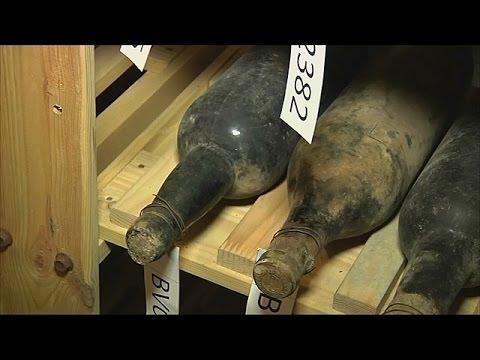 125-летнее вино, найденное в тайнике, попробовали дегустаторы (новости)
