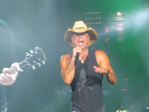 Kenny Chesney She Thinks My Tractor Sexy 5-21-2016 Raleigh NC