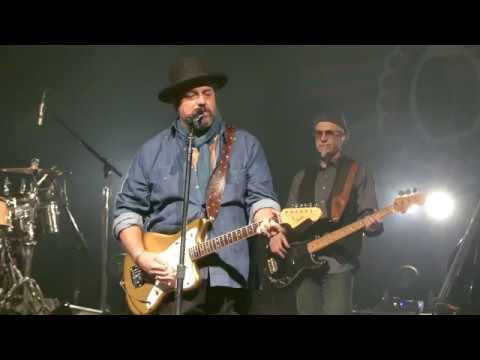 """How Can You Mend a Broken Heart"" - The Mavericks - Englewood, New Jersey - April 5th, 2018"