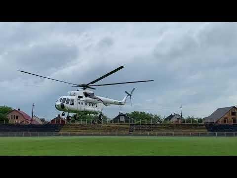Погляд: Гелікоптер МВС із бригадою медиків та «хворим» на коронавірус відлетіли до Київської лікарні