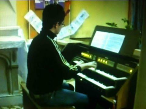 Hallelujah joué à l'orgue dans une église !