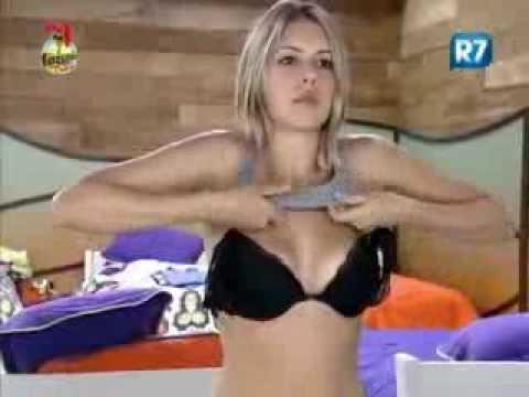 f1e3b4d2b Bianca mostra parte do seio ao trocar de roupa - YouTube