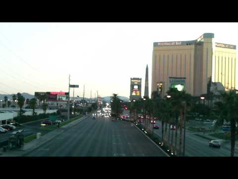 12-Hi-D_LAS VEGAS DOWNTOWN - BIG PARTY TOWN AND CITY POPULATION OF 2.2 MILLION