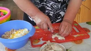 Салат из фасоли с окорочком
