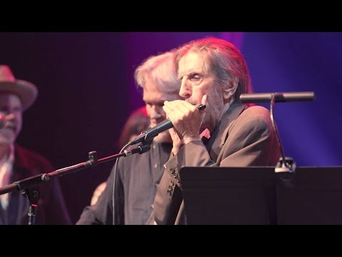 Harry Dean Stanton & Friends perform 'Help Me Make It Through The Night'