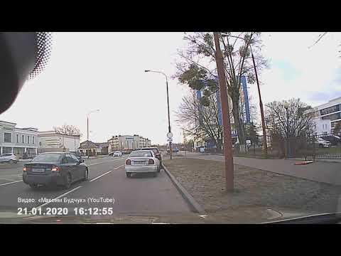 Брест. Видео момента ДТП на Гоголя (перевернулся автомобиль)