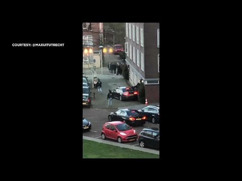 فيديو يُرجح أنه عملية إيقاف المشتبه به في هجوم أوتريخت الهولندية …  - نشر قبل 3 ساعة