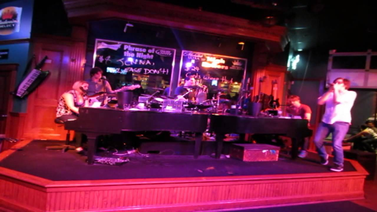 Dueling Pianos Thrift Shop Cover Howl At The Moon