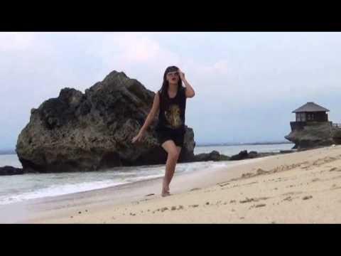 Della Puspita - Apa Aja Boleh clip Setting di Bali