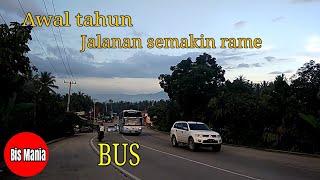 Bis Mania   Jalur lintas sumatera semakin dipadati kendaraan termasuk bus