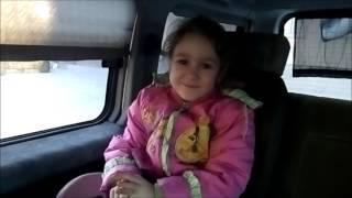 Полина после садика идет на урок английского языка