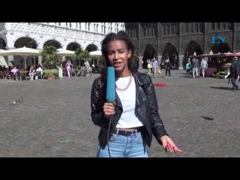 Luna Simao singt mitten auf dem Lübecker Markt!