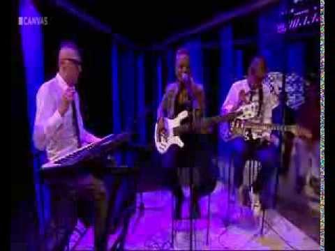 Divinity Roxx--- Reyers Laat----ROXX STAR (Acoustic)