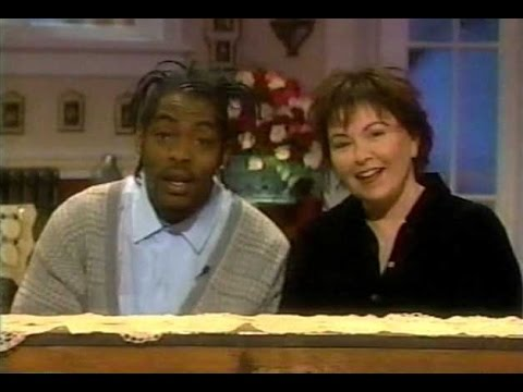 """Roseanne Barr and Coolio sing the """"All in the Family"""" theme song"""
