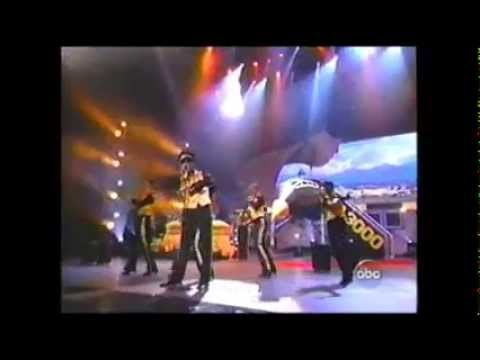 Outkast - Hey Ya and The Way You Move (2003 AMAs)