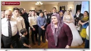 Жених поёт родителям на своей свадьбе