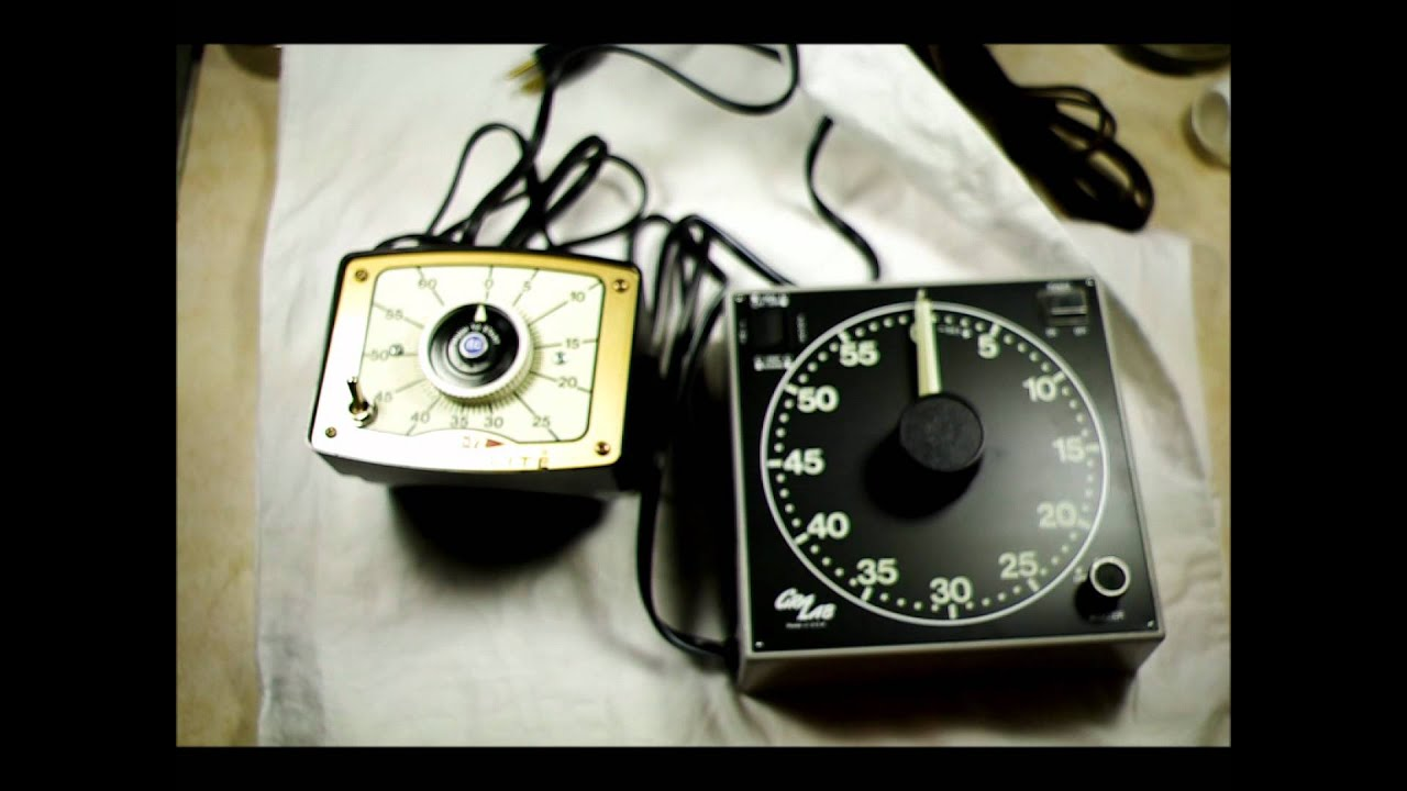 How to use analog darkroom enlarger timers