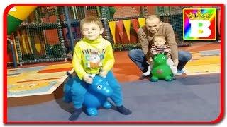 Loc de joaca cu masinute si bilute colorate  Bogdan`s Show