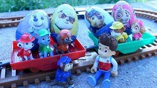 PATRULLA CANINA y el TREN de los HUEVOS GIGANTES! juguetes PAW PATROL toys train PATRULLA CACHORROS