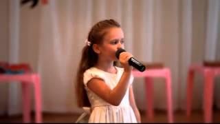 девочке 5 лет ПЕСНЯ Там где клен шумит(, 2013-08-01T07:03:03.000Z)