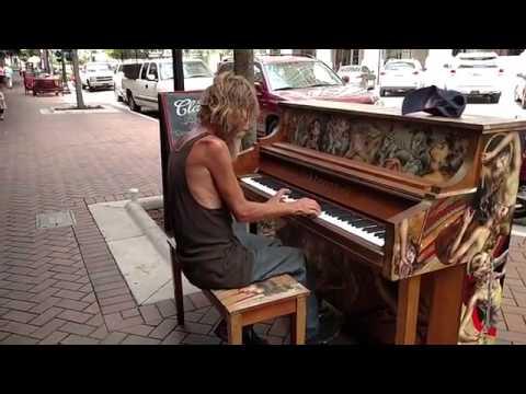 Полная версияБездомный бомж Дональд Гулд играет на пианиноDonald Gould Homeless plays the piano