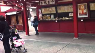 The earthquake at Sensozi Temple, Tokyo, Japan. 2011年3月11日/以前...