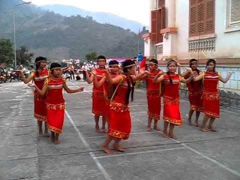 Múa cô giáo em là hoa Ê   Ban THCS Vàng Ma Chải - Phong Thổ _ Lai Châu.