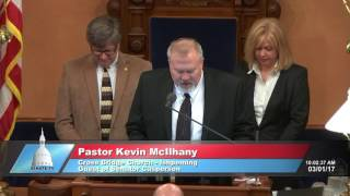 Sen. Casperson welcomes Pastor McIlhany to the Michigan Senate to deliver the invocation