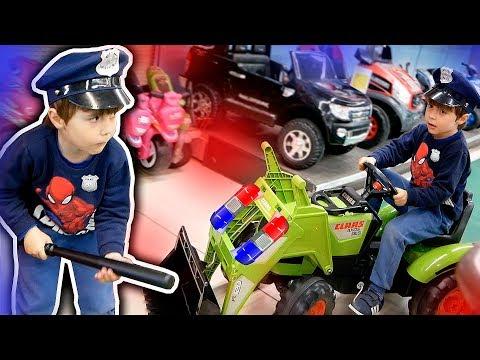 POLICIAL NA LOJA DE BRINQUEDOS TOYS R US!! Diversão Em Família