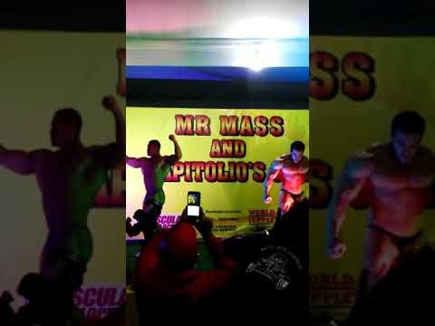 Benjamín Parra e Ivan Martinez posando en mass suplements and capitolios Gym ecatepec