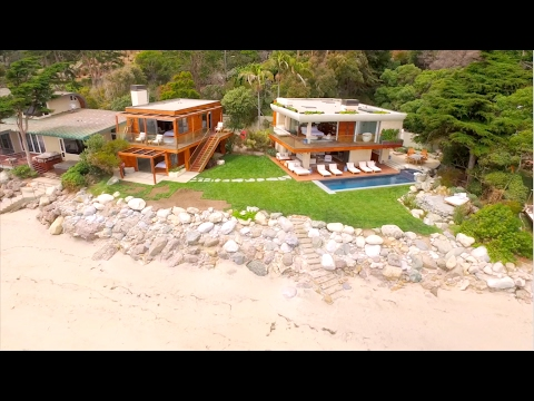 A Doug Burdge Oceanfront Estate in Malibu