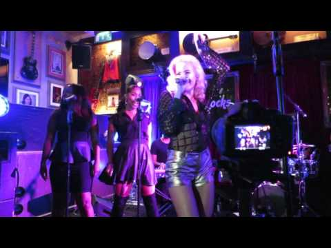 Pixie Lott - Nasty (Live At The Hard Rock Cafe)