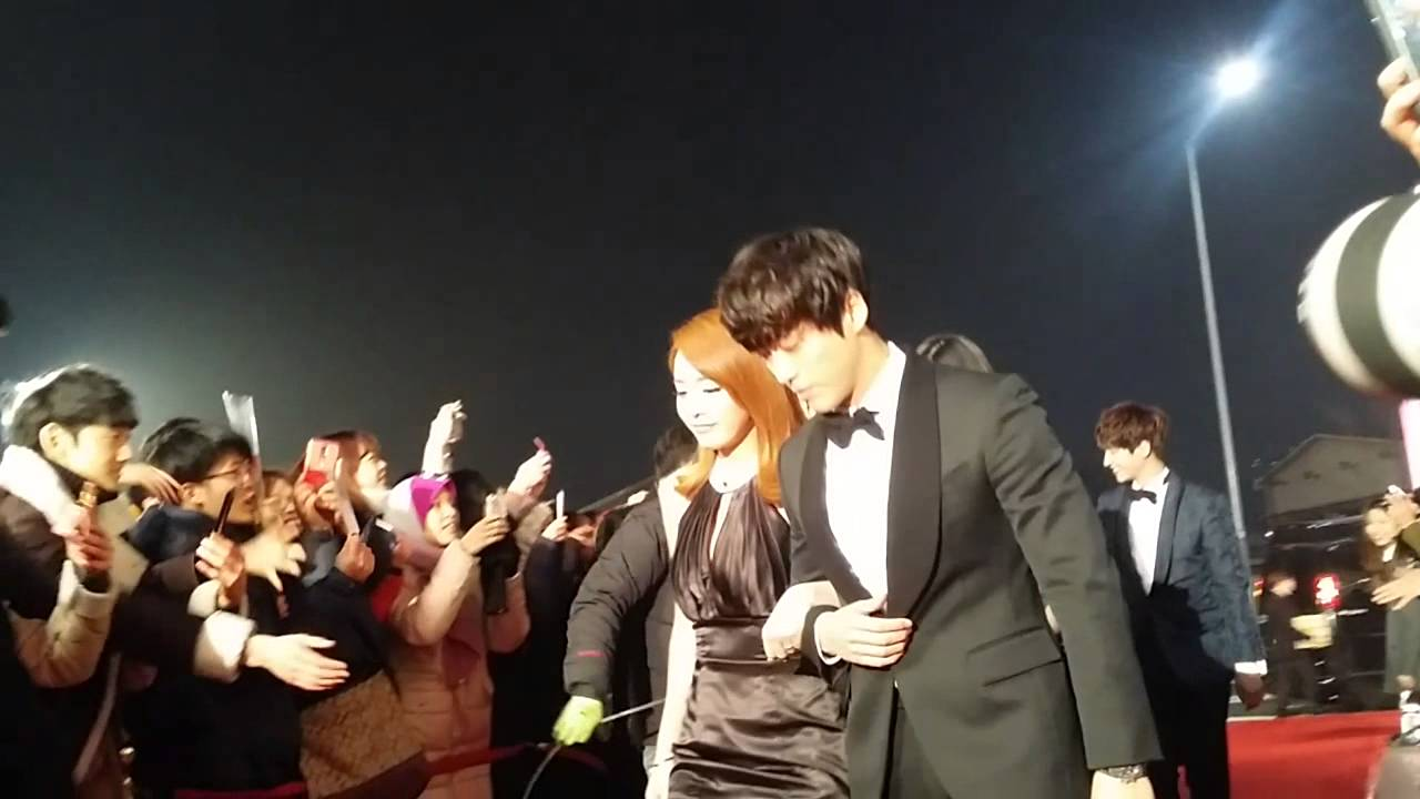 [fancam] 141229 mbc entertainment awards We got married red carpet YouTube