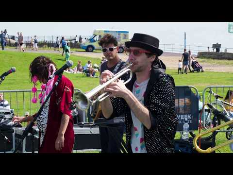 Sam & The Womp  Live at the Bandstand   6th August 2017 4K