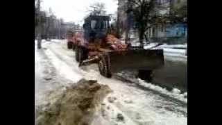 Как троллят Луганск. Уборка снега на дорогах(, 2013-02-03T09:55:37.000Z)