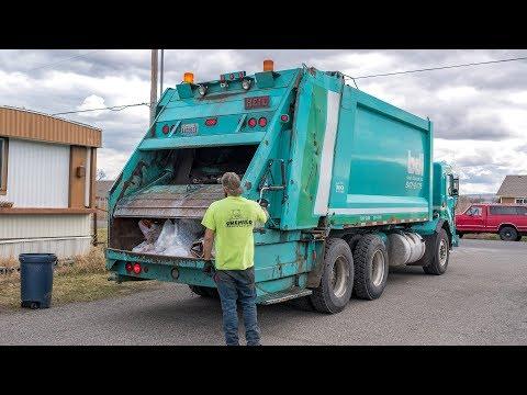 Peterbilt 320 - Heil DuraPack 5000 Rear Load Garbage Truck