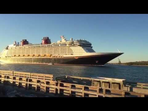 Disney Cruise Ship Musical Horn Port Canaveral - YouTube