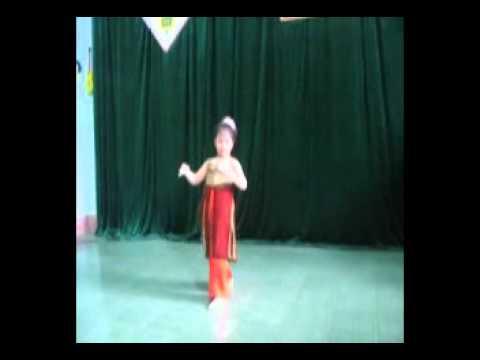 BE KHANH HUYEN MUA LOI RU MUA DONG.mp4