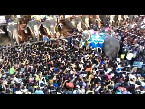 Thechikottukavu ramachandran vs karnan mass entry  chirakkal fest (Hi power)