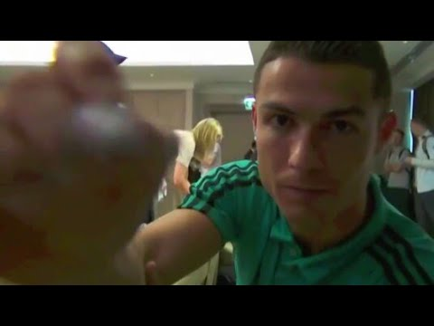 Cristiano Ronaldo meeting with fans in Abu Dhabi(12/12/2017)