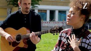 Andreya Triana singt