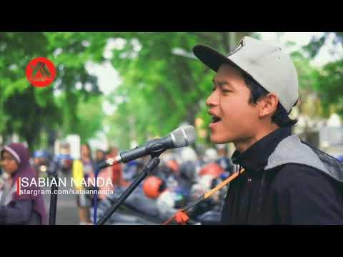 Free Download Bikin Baper Suara Nya, Menemukanmu - Seventeen Cover Musisi Jalanan. Mp3 dan Mp4