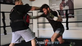 JORGE LINARES FIRES TECHNICAL COMBINATIONS DURING MITT WORKOUT FOR VASYL LOMACHENKO FIGHT
