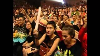 """Liveshow Dấu Ấn Thanh Thảo: Đàm Vĩnh Hưng """"khóa môi"""" Thanh Thảo"""