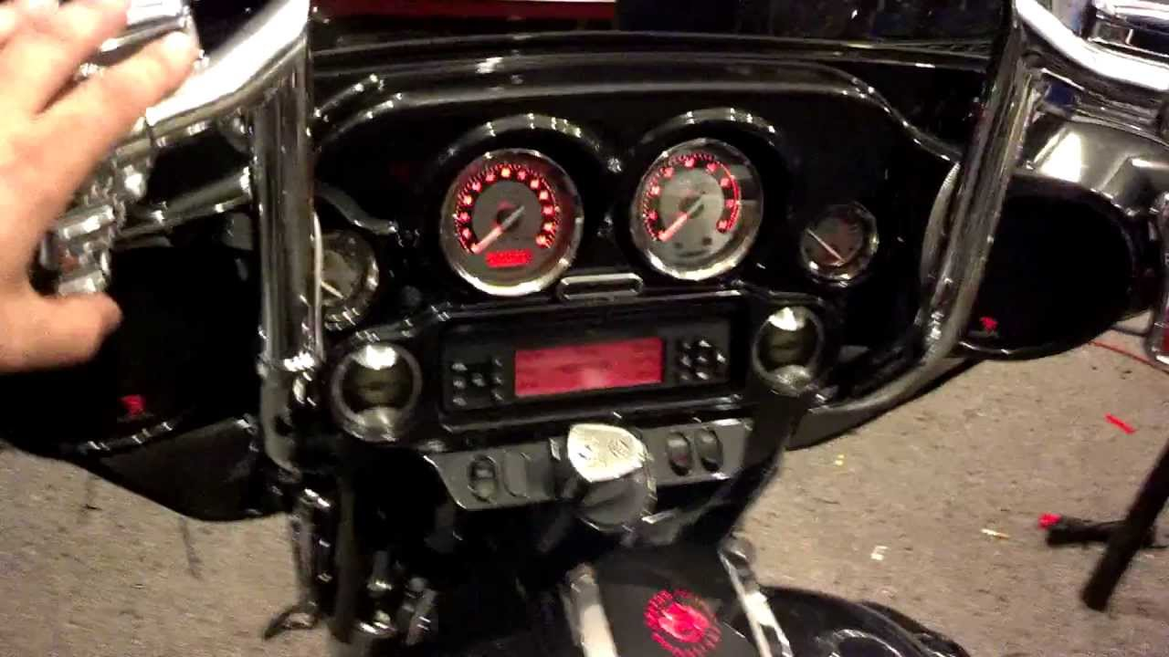 2012 CVO Street Glide party system! Hear the clean sounds ...