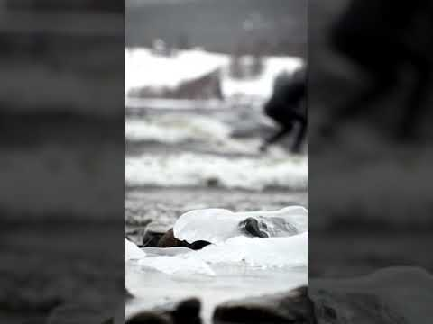 Surf in the snowstorm on Kallsjön, Åre